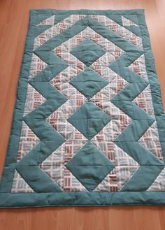 құрақ The baby blanket – which comes with a little clean best in addition to Hexagon Patchwork, Patchwork Bags, Patchwork Designs, Cool Inventions, Patch Quilt, Quilt Block Patterns, Quilt Making, Table Runners, Duvet