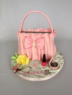 Girl handbag cake by Layla A