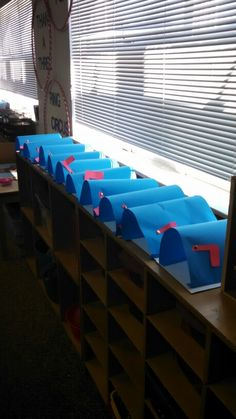 Community helpers: postal worker theme - kids could practice writing notes to each other and put in mail boxes :) Community Workers, School Community, Community Jobs, Preschool Themes, Preschool Lessons, Preschool Printables, Preschool Teachers, Community Helpers Activities, Community Helpers Art