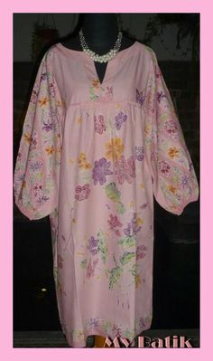 Dress batik encim cantik Blouse Batik, Batik Dress, Fashion Ideas, Fashion Inspiration, Batik Fashion, Short Gowns, Kebaya, Ikat, Sewing Ideas