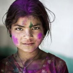 Quiet moment during Holi celebrations in Himachal Pradesh, India Fae Face, Beautiful Children, Beautiful People, Holi Girls, Every Knee Shall Bow, Holi Celebration, Pantyhose Outfits, Beauty Around The World, People Of The World
