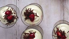 Valkosuklaa-kirsikkavaahto - Reseptit - MTVuutiset.fi Gordon Ramsay, Panna Cotta, Pudding, Dessert Ideas, Ethnic Recipes, Desserts, Food, Tailgate Desserts, Dulce De Leche