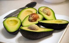 One of the healthiest fruit in the world is avocado. This fruit is packed with nutrients that are extremely beneficial for the overall health. Avocado Seed, Fresh Avocado, Avocado Good For You, Tea Recipes, Healthy Recipes, Avocado Health Benefits, Fruit Seeds, Healthy Fruits, Eat Healthy