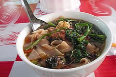 Ten Vietnamese dishes win Asian records - Hai Phong crab noodles