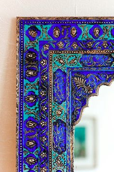 Les couleurs et les formes sont répétées ce qui créent une unité.