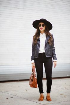 Blogger Daniela Ramirez of Nany's Klozet wearing our Anna Oxford. #FRYESPOTTED