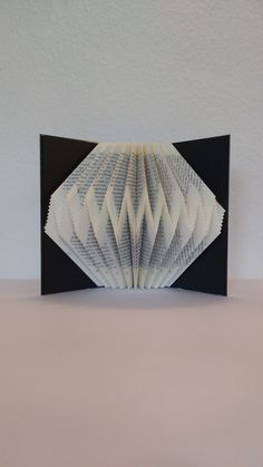 Zickzack #bookfolding #buchverfalten #buchkunst #kunstausbuechern #naschimoto #buchfalten #bookorigami #bookart