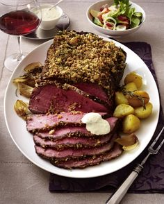 Our popular recipe for roast beef with rosemary-pepper-bread crust and more than other free recipes on LECKER. Roast Beef Recipes, Healthy Chicken Recipes, Grilling Recipes, Seafood Recipes, Quick Weeknight Meals, Quick Healthy Meals, Easy Meals, Easy Romantic Dinner, Romantic Dinner Recipes