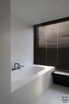 tijdloos interieur, PMV Architects, the art of living Diy Bathroom Decor, Bathroom Styling, Bathroom Interior Design, Modern Interior, Brown Bathroom, Modern Bathroom, Small Bathroom, Bathroom Sets, Bathroom Blinds