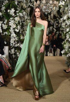 Ralph Lauren Ready-to-Wear Fall/Winter Fashion Show Satin Dresses, Elegant Dresses, Pretty Dresses, Sheath Dresses, Couture Fashion, Runway Fashion, Fashion Show, Fashion Fall, Style Fashion