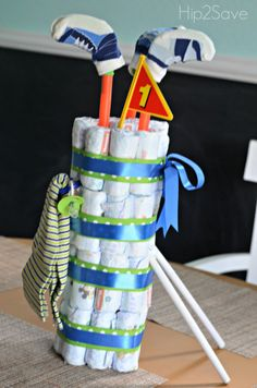 Diaper Cake Tutorials (Fun Baby Shower Gift) Diaper Cake: How to make a golf bag diaper cakeDiaper Cake: How to make a golf bag diaper cake Diaper Cakes Tutorial, Diaper Cake Instructions, Diy Diaper Cake, Nappy Cakes, Cake Tutorial, Baby Boy Diaper Cakes, Cake Baby, Diy Cake, Diy Diapers
