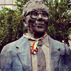 Walter Sisulu in downtown Jo'burg. Public Art, Instagram Feed, South Africa, Beautiful Pictures, The Past, Touch, Culture, Urban, Pretty Pictures