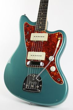 Super cool and fantastic sounding player's grade 1960 Fender Jazzmaster in a cool old refin that resembles Ocean Turquoise. The Jazzmaster has all features a 1960 should have such as a slab Brazilian rosewood fingerboard with clay dots, both pots dating to 1959, tall crown style bri...