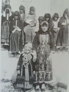 """Όλυμπος Καρπάθου. Αγγελική Χατζημιχάλη """"Η ελληνική λαϊκή φορεσιά"""" Folk Costume, Costumes, Karpathos, Greece, Traditional, Painting, Lord, Greece Country, Dress Up Clothes"""