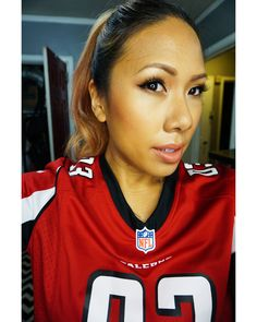 Hi Bellas  I had a chance to go to the first viewing of the new Mercedes-Benz Stadium in Atlanta. So I threw on my jersey my sneakers and yes a full face of makeup.  On my skin I'm rocking a lightweight foundation - NARS Velvet Matte Tint. It gives me just enough coverage and color without looking excessively heavy.  I'm also rocking a new @LOrealMakeup Infallible Paints Matte in Peach Pit.  How do you guys feel about rocking makeup to sporting events?  Yay or Nay?