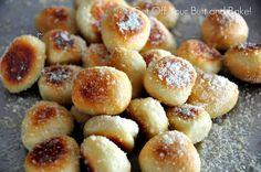 Football Snack - Pretzel bites: Parmesan of Cinnamon & Sugar with vanilla glaze -- Yum! Appetizer Recipes, Snack Recipes, Cooking Recipes, Appetizer Ideas, Holiday Appetizers, Yummy Appetizers, Recipes Dinner, Potato Recipes, Pasta Recipes