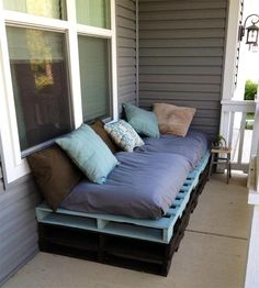 35 Outdoor Furniture and Garden Design Ideas to Reuse and Recycle Salvaged Wood Pallets