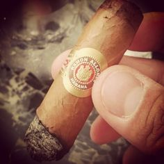 RSS - #charutando #issoecharutando #charutandosempre #charuto #charuteiros #brazilcigarlovers #cigar #cigarlover #cigarlovers #stogie #vintagecigar #nowsmoking  #habana #cuba #habanos #habano #puro #puros #lcdh #ashtray #lighter #isqueiro #cinzeiro #instacigar #cerveja #bar #beer #cervejaartezanal #coffee #café by charutando