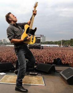 De 15 a 18 horas sonando DÉJALO SER RADIO Programa en vivo de clásicos del rock con la conducción de Julio Cesar / Visita www.radiodelospueblos.com  PD: También podes escuchar la radio por Internet entrando a http://www.radiodelospueblos.blogspot.com.ar/ +++ http://escenariounder.blogspot.com.ar/ +++http://radiodelospueblostv.blogspot.com.ar/  Bruce Springsteen