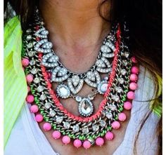 So pretty! Love the color of the necklace
