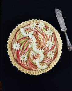 Apple slice flower pie