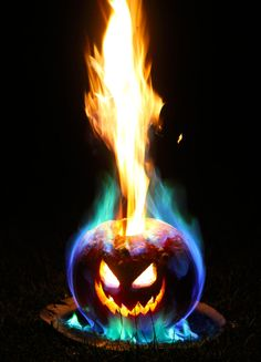 Vintage Halloween Costumes :) a little kerosene, a little boric acid - This is how to make the best Halloween jack o lantern. This jack o lantern features a long lasting flamethrower tower of flame, plus you can customize the color of the fire. Halloween Jack, Cute Halloween Costumes, Halloween Photos, Outdoor Halloween, Diy Halloween Decorations, Holidays Halloween, Spooky Halloween, Vintage Halloween, Halloween Pumpkins
