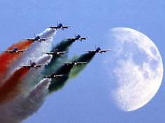 Displaying by The Moon - fighter, display, jet, team, moon, military, bluesky