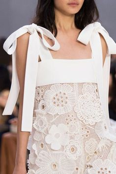 Chloe, Spring 2017 - The Most Magnificent Details from the Spring '17 Paris Runways - Photos