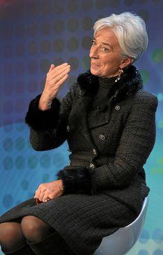 world-economic-forum-christine-lagarde-black-suit-boots-earrings-hand-gestures.jpg (410×640)