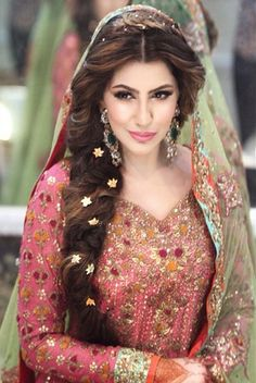 Wedding Hairstyles For Long Hair. These trendy and stylish wedding hairstyles including updos, french braids and buns are the hottest hair bridal trends. Mehndi Hairstyles, Wedding Hairstyles For Long Hair, Indian Hairstyles, Bride Hairstyles, Hairstyle Ideas, Curly Hairstyles, Bridesmaid Hairstyles, Hairstyles Pictures, Hairstyles 2016