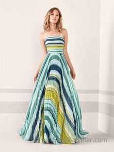 Pronovias 2019 Abiye Elbise Modelleri Yeşil Uzun Straplez Kloş Etek Renk Bloklu