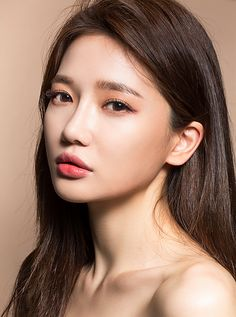 chuu_츄 - 츄(chuu) Korean Makeup Look, Asian Makeup, Korean Beauty, Asian Beauty, Beauty Makeup, Hair Makeup, Hair Beauty, Girl Face, Woman Face