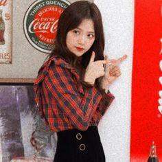 jisoo - - jisoo ҡᎥღ ʝ! Blackpink Jisoo, South Korean Girls, Korean Girl Groups, Kpop, My Girl, Cool Girl, Memes, Blackpink Photos, Lisa