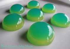 my favourite drink now in to a jello shot! Blue Hawaii Jello Shots ~ Vodka, Blue Curacao, Pineapple juice & Coconut Rum I love how these look! Party Drinks, Cocktail Drinks, Fun Drinks, Alcoholic Drinks, Drinks Alcohol, Alcohol Recipes, Refreshing Drinks, Shots Drinks, Bomb Drinks