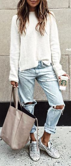 awesome fall outfit : white sweatshirt + bag + ripped jeans + sneakers