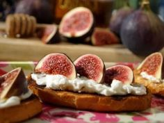 Crostini with goat cheese and figs