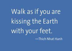 Camina como si tus pies besaran la tierra. <3