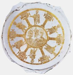 Coppia di sposi incoronati da Cristo e Santi, IV d.C. Materiali vetro e foglia d'oro. Museo del Bargello, Firenze. Provenienza Roma. Cultura cristiana romana