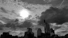 Sonne über Frankfurt in Schwarzweiß   by JojoPhoto