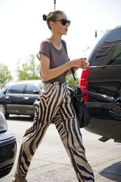 """topshop: """" There's a nod to J. Anderson in this zebra print! Fashion Week is declaring patterned trousers as the new must-have. Best Street Style, Street Chic, Animal Print Fashion, Fashion Prints, Moda Animal Print, Animal Prints, Pantalon Thai, Capsule Wardrobe, Vestidos Animal Print"""