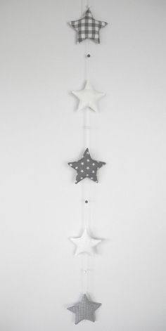 Girlanden & Wimpelketten - GIRLANDE Sterne grau/weiß - ein Designerstück von Neuling-c bei DaWanda