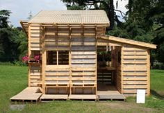 Pallets Playhouse. One of the best pallet projects I have seen...
