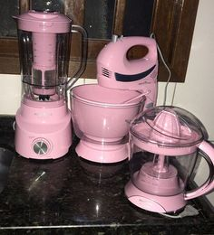 Dorm Kitchen, Home Decor Kitchen, Pink Kitchen Appliances, Small Girls Bedrooms, Kitchen Cupboard Designs, Kitchen Organisation, Tiny House Cabin, Mother's Day Diy, Pink Houses