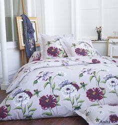 Découvrez le modèle Anita qui est une parure de lit de fabrication française en 100% percale de coton, 78 fils/cm². Craquez pour le thème fleuri avec des pivoines exubérantes assurant un réalisme telle une peinture à l'huile. Un vrai tableau grandeur nature dans votre lit ! Cette parure de lit est un must have de cette saison. #lingedelit