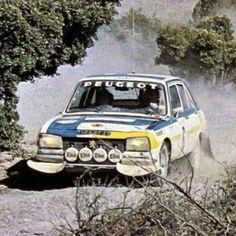 Peugeot DIV (504) in rally competition