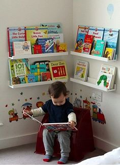 Girlystan: Montessori: layout of a reading corner in a room of 3 . - Trend NB - Girlystan: Montessori: layout of a reading corner in a room of 3 … – - Boy Toddler Bedroom, Baby Bedroom, Baby Boy Rooms, Girls Bedroom, Bedroom Chair, Toddler Boy Room Ideas, Bedroom Wall, Bedroom Themes, Childrens Bedroom Ideas