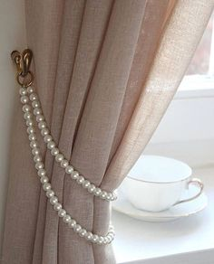 TAMMY' Shabby Chic Vintage Styled Curtain Jewellery Pearl Handmade metal rings Lenght or Doubled Ivory Pearl Tieback Custom - TAMMY schäbige schicke Vintage Stil Gardinen Schmuck - Shabby Chic Bleu, Casas Shabby Chic, Estilo Shabby Chic, Shabby Chic Style, Vintage Style Decor, Shabby Chic Cafe, Shabby Chic Vanity, Vintage Ideas, Vintage Crafts