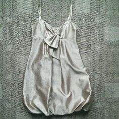 """BCBG SIZE 8 GOLD BUBBLE DRESS LIKE NEW CONDITION  SELF 82% POLYESTER 18% NYLON? LINING 100% POLYESTER? MACHINE WASHABLE? BACK CUTOUT? SIDE ZIP AND CLASP CLOSURE? FROM SHOULDER TO HEM MEASURES APPROX 35""""? FROM SEAM TO SEAM ACROSS THE BUST MEASURES APPROX 16.2""""? FROM SEAM TO SEAM ACROSS THE SMALLEST PART OF THE EMPIRE WAIST MEASURES APPROX 15"""" BCBG Dresses"""