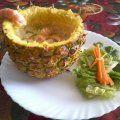Camarones bañados en una deliciosa salsa de coco con un toque de piña.