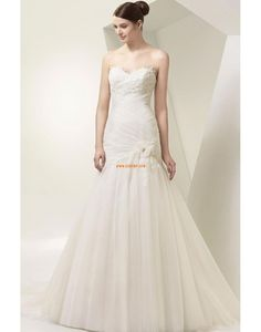 Bridal Wardrobe specialises in exquisite collections of wedding gowns, bridesmaid dresses, special occasion and evening dresses with store branches in Preto. Inexpensive Wedding Dresses, Elegant Wedding Gowns, Wedding Dresses 2014, Wedding Dress Train, Designer Wedding Gowns, One Shoulder Wedding Dress, Bridal Outfits, Bridal Dresses, Bridesmaid Dresses